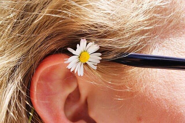 Jak odetkać zatkane ucho – domowe sposoby na odetkanie ucha