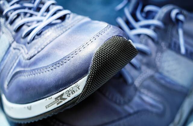 sposoby na śmierdzące buty
