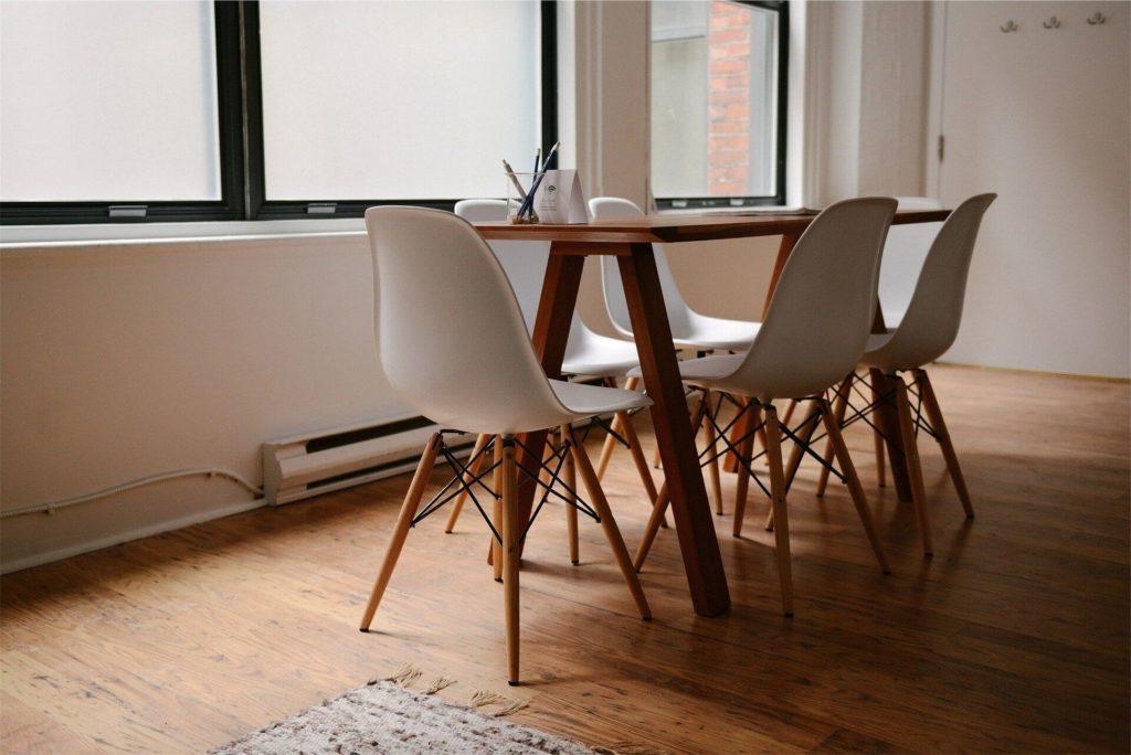 Drewniane meble – idealne do rustykalnego wnętrza